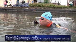 Maarten vd Weijden zwemt van Amsterdam naar Rotterdam 80 km