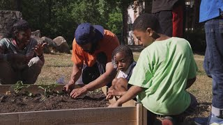 Volunteer brings boxing and a garden to Atlanta apartment complex