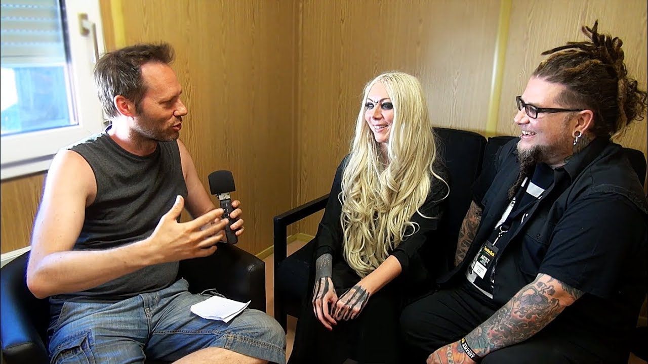 in this moment interview sweden rock festival 2018 maria brink chris howorth youtube. Black Bedroom Furniture Sets. Home Design Ideas