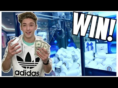★Winning MONEY From The Claw Machine Arcade Game!!! (NOT CLICKBAIT)