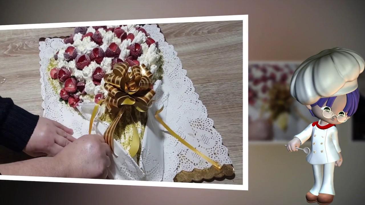 Mazzo Di Fiori Happy Birthday.Torta A Forma Di Mazzo Di Fiori Con Rose Di Fragole E Panna Youtube