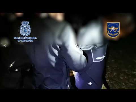 Detenidos dos narcobuzos cuando sacaban cocaína de un mercante en Avilés