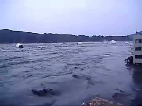 Tsunami - The Tohoku earthquake (March 11, 2011 at Kesennuma)