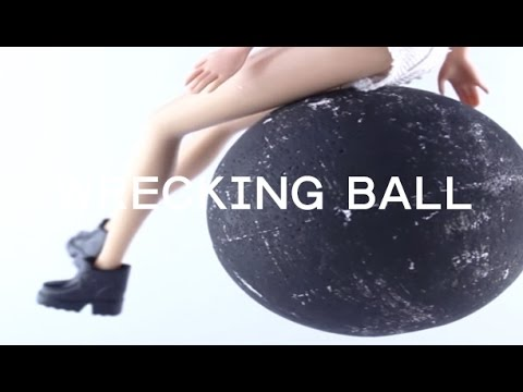 Wrecking ball - Miley Cyrus Music Video (Barbie parody)