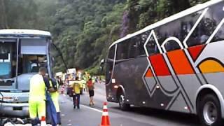 Acidente gravíssimo em Miracatu - SP - Brasil - altura do km. 357 (Rodovia da Morte)
