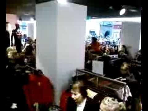Ouverture du magasin H M à Toulouse.avi