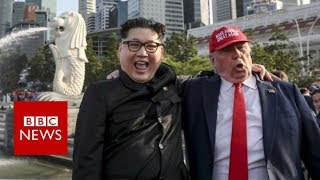 Trump Kim: Impersonators buddy up in Singapore - BBC News