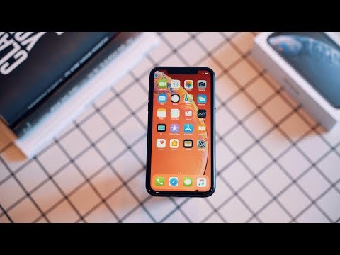 iPhone XR Unboxing and Hands On