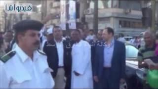 بالفيديو : محافظ الأقصر يؤدي صلاة العيد ويمشي مترجلا في الشوارع ليهنئ المواطنين