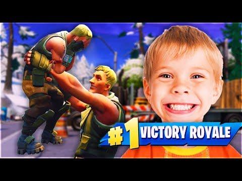 סחבתי את בן דוד שלי הקטן לניצחון! (מצחיק)