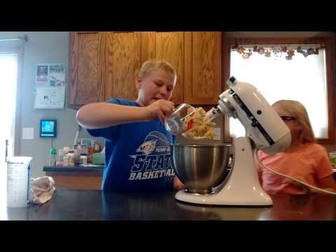 DIY Figit Spinner Cake Bloopers!!