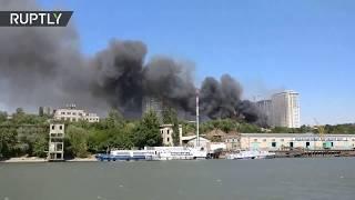 Gran incendio afecta a más de 25 casas en Rostov del Don (Rusia)