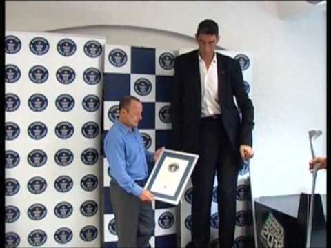 World Tallest Man visits the Guinness World Records office!