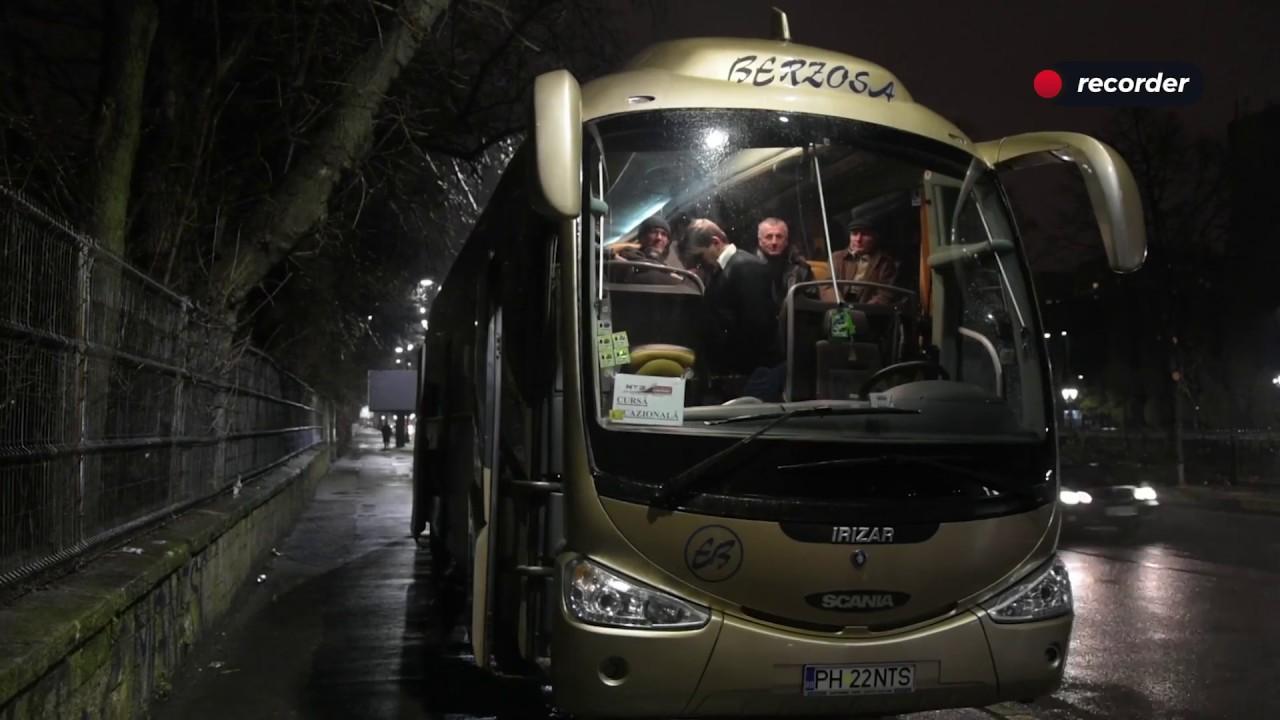 """Protestatari aduși cu autocarele la Cotroceni să scandeze împotriva """"binomului"""" Kovesi-Iohannis"""