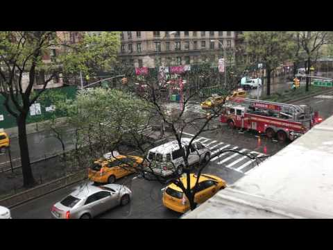 FDNY ENGINE 74 & FDNY LADDER 25 RESPONDING ON BROADWAY ON THE WEST SIDE OF MANHATTAN, NEW YORK.