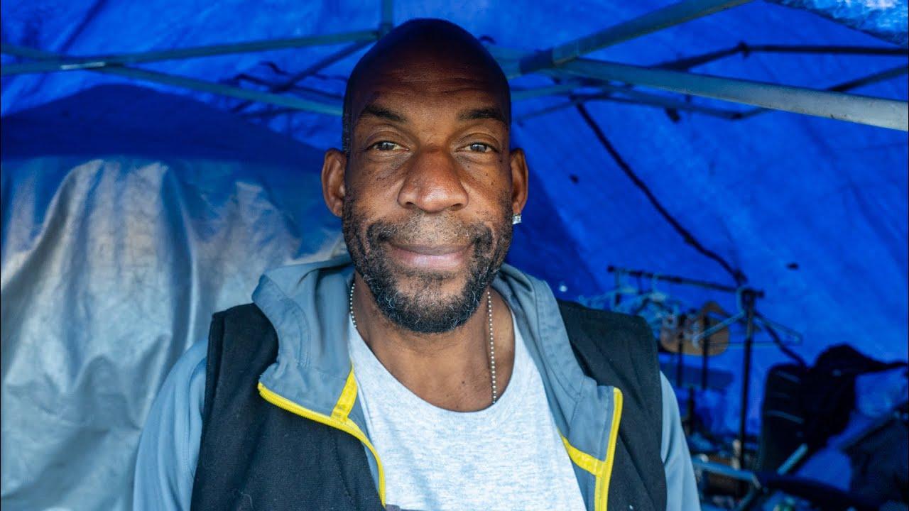 Photographer Homeless in Venice Beach after Gear Was Stolen