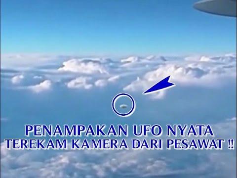 """VIDEO PENAMPAKAN UFO NYATA """"TEREKAM KAMERA DARI PESAWAT ..."""