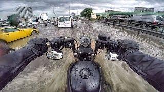 İstanbul Sel baskınında Motosiklet kullanmak