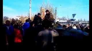 г Краматорск Жители заблокировали танки в краматорске ►Украина ►Донбасс Украина!