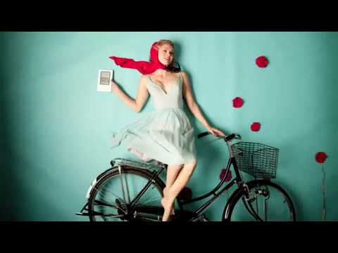 Amazon Kindle Commercial | Fly me Away