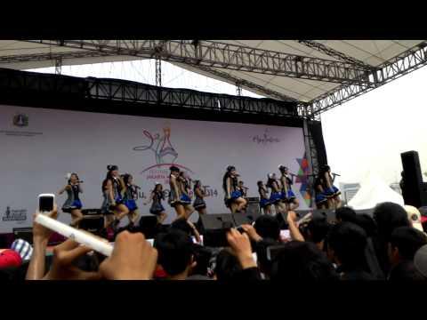 [FANCAM] JKT48 at Fesbud Jakarta Marathon