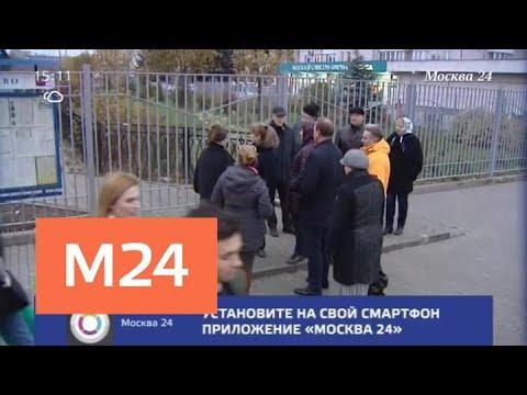 Москвичи пожаловались на странный забор у метро