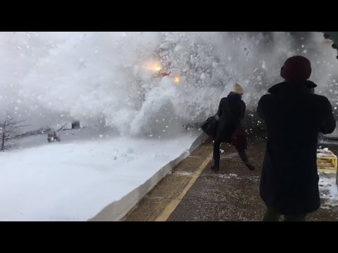 Watch Amtrak Train Create Crazy Wave of Snow While Pulling Into Station
