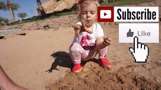 Cautam surprize in figurinele din nisip Joc distractiv pentru copii  Anabella Show