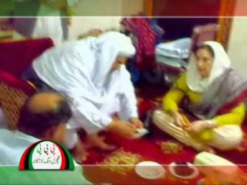 Mohtarma Benazir Bhutto Sahiba at Larkana Visit Part-1.MPG