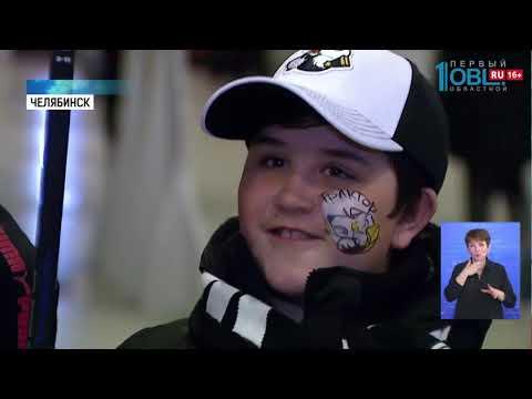 Юным хоккеистам из Уйского района подарили клюшки