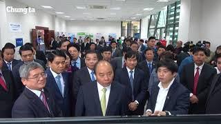 Thủ tướng Nguyễn Xuân Phúc thăm gian hàng công nghệ FPT đầu xuân Mậu Tuất