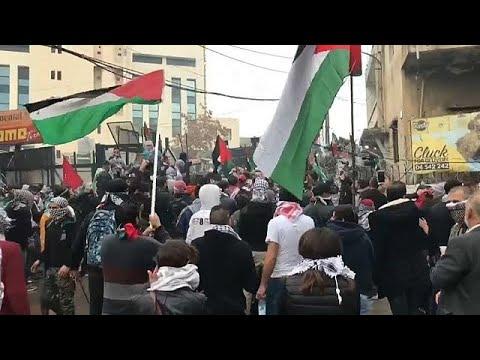 مظاهرات عنيفة في محيط السفارة الأميركية في بيروت احتجاجا على قرار ترامب حول القدس…  - 11:21-2017 / 12 / 10