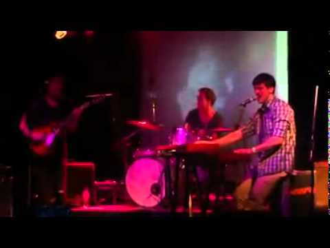 Everybody Wants To Rule The World (cover) - Andy Bull (Live 8.5.11)