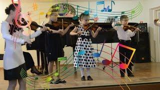 Даша играет на скрипке. показываем музыкальные инструменты. видео для детей