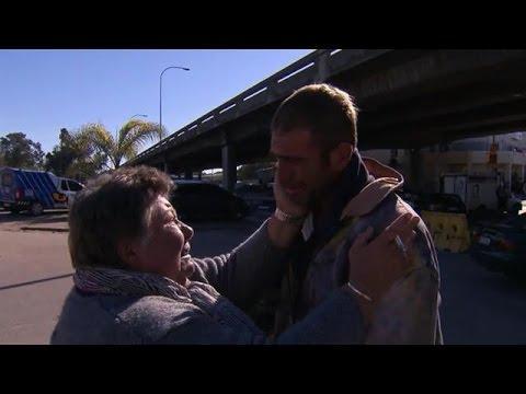 Zwervende zoon vliegt moeder in de armen - REUNITED