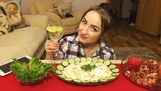 MUKBANG / не ASMR / Салат с креветками, помидорами и сыром / Отвечаю на вопросы