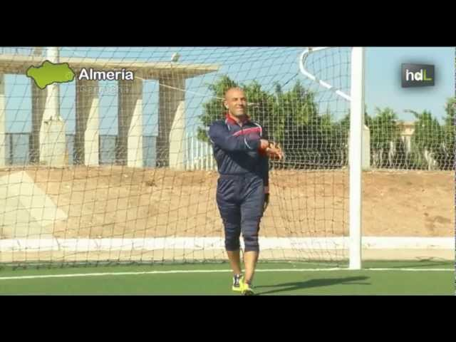 HDL: Futbolistas almerienses lanzan una línea deportiva low cost para porteros de equipos modestos