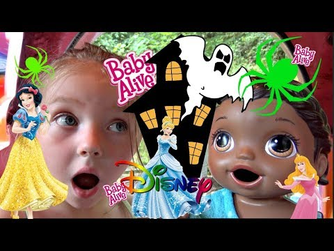 BABY ALIVE at the ENCHANTED FOREST Disney PRINCESS n HAUNTED HOUSE! Lilly and Mommy Show. TOYTASTIC
