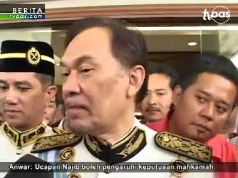 Anwar pakai baju Parlimen di Mahkamah.