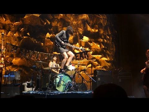 Sleater-Kinney - Let's Call It Love and Entertain (w/NYE Countdown) – Live in San Francisco