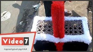 """""""عم محمد"""" صانع كرسى بألوان علم مصر: """"بحب بلدى"""""""