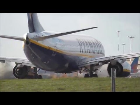Ryanair 737 training at East midland airport