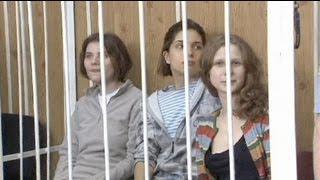 Участницы Pussy Riot проведут под стражей еще 6 месяцев(http://ru.euronews.com/ Три участницы панк-группы Pussy Riot останутся под стражей до 2013 года. Девушки обвиняются в хулиган..., 2012-07-20T17:35:44.000Z)