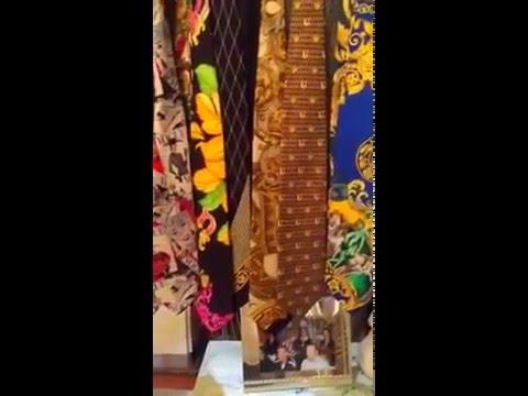 rideaux en cravates gianni versace couture youtube. Black Bedroom Furniture Sets. Home Design Ideas