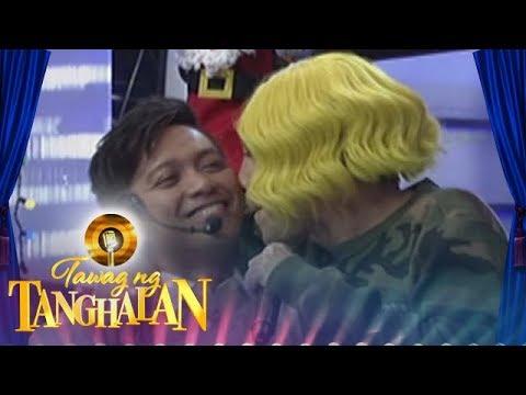Tawag ng Tanghalan: Vice Ganda smells Jhong Hilario