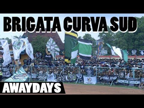 BRIGATA CURVA SUD incredible chanting at Persibas Banyumas