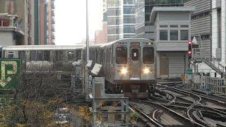 シカゴ名物の高架鉄道にはループと呼ばれる環状線がダウンタウンにある...