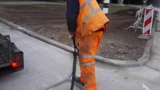 Дороги из бетона. Заливка деформационного шва.(Для предотвращения разрушения бетонных дорог наносятся деформационные швы, которые позволяют бетону