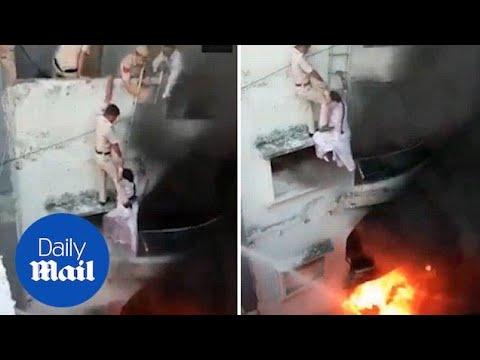 Luis Treviño - Rescatan a una mujer de un edificio en llamas