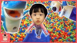 뽀로로 키즈카페 테마파크 어린이 놀이 시간 ♡ 뽀로로 자동차 미끄럼틀 장난감 놀이 Indoor Playground Finger Family | 말이야와아이들 MariAndKids